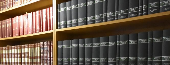 Toda persona física o jurídica tendrá derecho a que el Ayuntamiento correspondiente le informe por escrito del régimen urbanístico aplicable